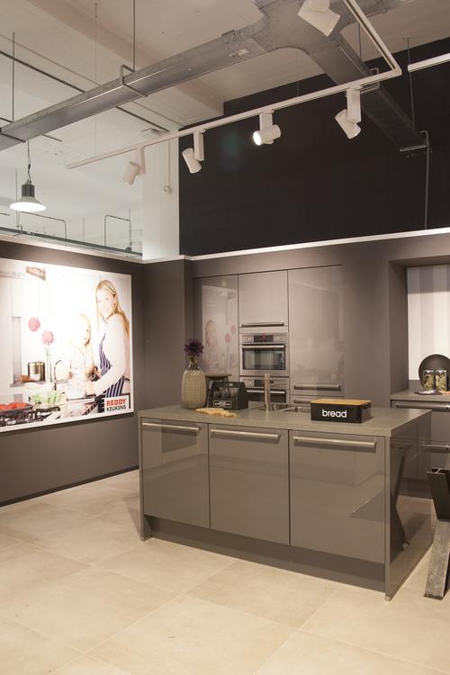 reddy keukens heeft voor haar nieuwe vestiging in zaandam gekozen voor onze led verlichting in het industrile pand voormalige bruynzeel fabriek zijn
